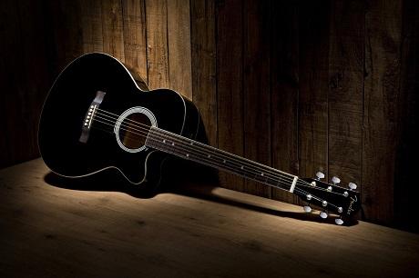 Đàn guitar classic có dùng được không khi dùng dây sắt thay cho dây nilon?