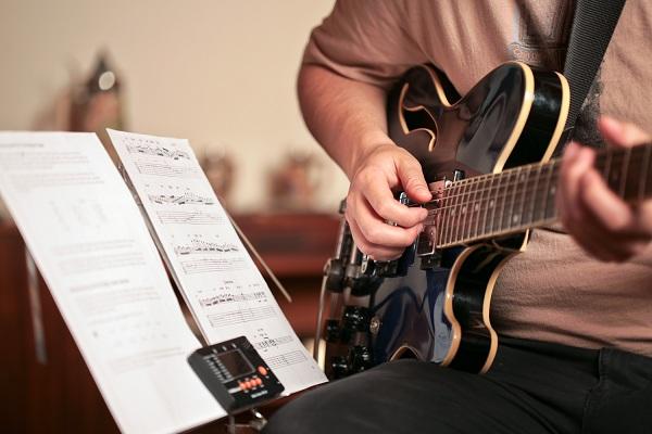 Kết quả hình ảnh cho học guitar