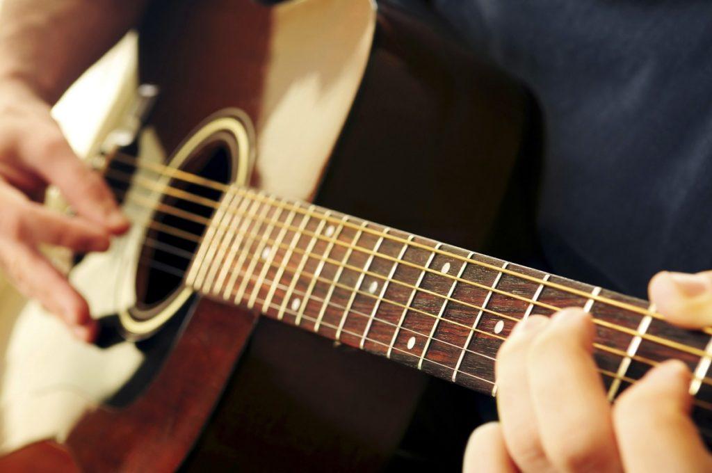 Phương pháp học guitar tại nhà
