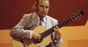 julian-bream-guitarist
