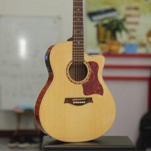 Mùa covid-19 thuê đàn guitar thùng về tập luyện