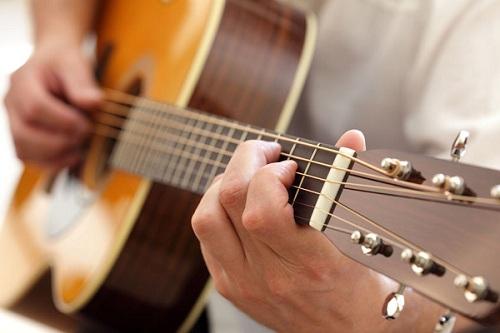 Bài học đầu tiên cho người học đàn guitar 1