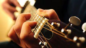 Ưu, nhược điểm khi học chơi guitar tại nhà 1