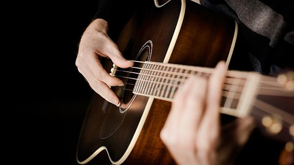 Ưu, nhược điểm khi học chơi guitar tại nhà 2