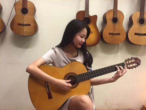 Cách lựa chọn đàn guitar cho nữ giới phù hợp 1