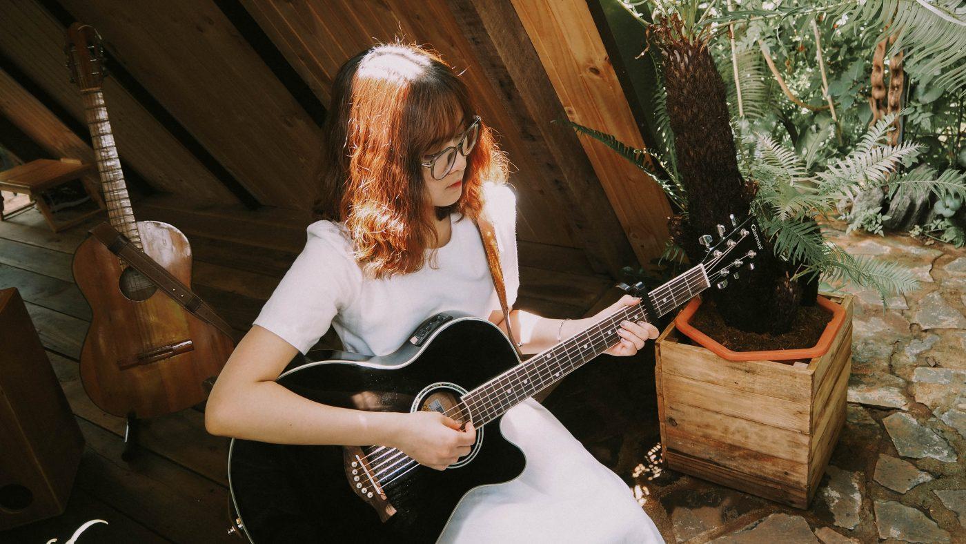 Cách lựa chọn đàn guitar cho nữ giới phù hợp 2
